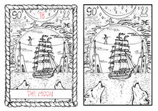 La carta de tarot principal de los arcana La luna… en una noche nublada Fotos de archivo libres de regalías