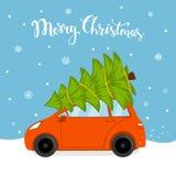 La carta del fumetto di Buon Natale con la guida di veicoli a casa per il natale con il pino limita su un tetto royalty illustrazione gratis