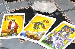 La carta delle carte di tarocchi tre ha spanto la biga di The Fool The del mago immagini stock libere da diritti