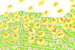 La carta di bingo sistema con il chip di numero Fotografie Stock Libere da Diritti