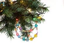 La carta di Buon Natale e del buon anno ha bordato la ghirlanda della lettera sul brunch dell'albero di abete Fotografia Stock