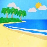 La carta di riso ha tagliato l'albero verde su una spiaggia bianca della sabbia Fotografia Stock Libera da Diritti
