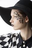 La carta en la muchacha de maquillaje creativa de la cara Imagen de archivo