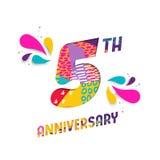 La carta felice di anniversario di 5 anni ha tagliato la cartolina d'auguri Immagini Stock