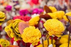 La carta ha fatto i fiori colorati artificiali Fotografia Stock
