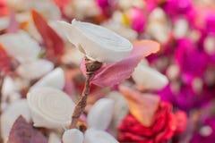 La carta ha fatto i fiori colorati artificiali Fotografia Stock Libera da Diritti
