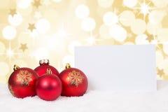 La carta rossa delle palle di Buon Natale stars il copyspace di desideri Immagini Stock Libere da Diritti