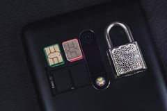 La carta SIM e fissa il telefono fotografie stock
