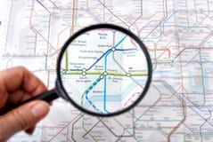 La carte de métro du souterrain au fond de Londres raye Images stock