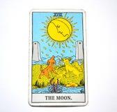 La carte de tarot de lune rêve, des cauchemars, illusion, choses cachées photos stock