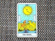La carte de tarot de lune rêve, des cauchemars, illusion, choses cachées illustration stock