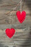 La carte de Valentine avec les coeurs rouges Photo stock