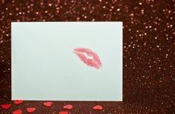 La carte de Valentine avec un baiser images libres de droits