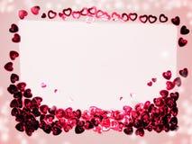 La carte de voeux avec des confettis encadrent le concept b d'amour de jour du ` s de valentine Images stock