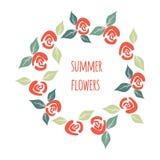 La carte de voeux avec l'été fleurit des roses et des feuilles Photographie stock