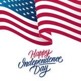 La carte de voeux de Jour de la Déclaration d'Indépendance des Etats-Unis avec onduler le lettrage américain de drapeau national  illustration libre de droits