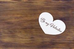 La carte de voeux de jour de valentines avec le lettrage soit mon Valentine Images libres de droits