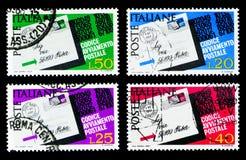 La carte postale a accentué le code postal, introduction de serie de code postal, vers 1968 photo stock