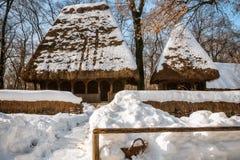 La carte postale idyllique d'hiver aiment des vieux temps Photographie stock