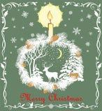 La carte verte en pastel de salutation de rétro Noël avec la guirlande de papier coupée de sapin, les flocons de neige, la bougie Photographie stock libre de droits