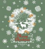 La carte verte en pastel de salutation de rétro Noël avec la guirlande de papier coupée de sapin, les flocons de neige, le cône d Photo libre de droits