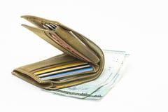 La cartera aislada con los billetes de banco resaltó Foto de archivo