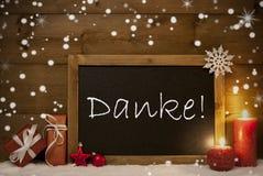 La cartolina di Natale, lavagna, fiocchi di neve, media di Danke vi ringrazia Immagini Stock Libere da Diritti