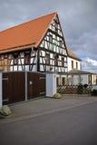 La casa alla strada Fotografia Stock