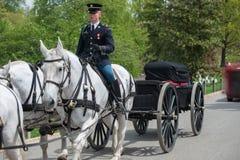La Casa Bianca di di DC di Washington C , U.S.A. - MAGGIO, 2 2014 - funerale marino dell'esercito americano al cimitero di Arling fotografia stock libera da diritti
