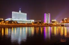 La Casa Blanca, la casa del gobierno de la Federación Rusa en Moscú Fotos de archivo
