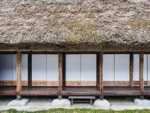 La casa de Japón detalla el marco de madera de la ventana de la puerta del modelo Imagen de archivo