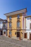 La casa de Magessi, también conocida como casa amarilla, un pequeño hotel en Castelo de Vide Fotografía de archivo libre de regalías