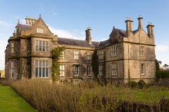 Casa y jardines de Muckross. Killarney. Irlanda Imagenes de archivo