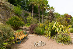 La casa de Overbecks Edwardian cultiva un huerto en Salcombe Devon England Reino Unido una atracción turística fotografía de archivo