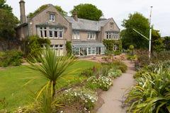 La casa de Overbecks Edwardian cultiva un huerto en Salcombe Devon England Reino Unido una atracción turística foto de archivo