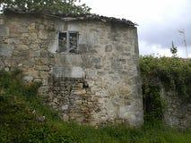 La casa de piedra tradicional en Galicia con graden Imagen de archivo
