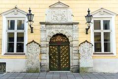 La casa de una fraternidad de cabeza negra en Tallinn se localiza encendido Foto de archivo libre de regalías