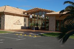 La casa del club del campo de golf en Oporto hace a Santo en la isla de Madeira Imagen de archivo libre de regalías