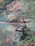 La casa del gnomo en el lago Fotos de archivo libres de regalías