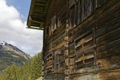 La casa dell'agricoltore nelle alpi austriache Fotografia Stock