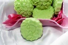 La casa di Biolagical ha fatto il sapone verde della mela Fotografia Stock Libera da Diritti