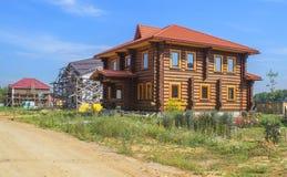 La casa di legno fatta di cedro fotografie stock libere da diritti
