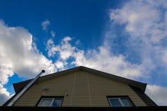 La casa ed il cielo Fotografie Stock