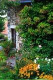 La casa empedrada verde Imagenes de archivo