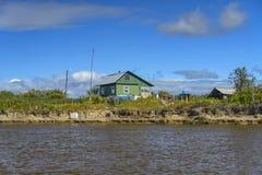 La casa en la batería de río foto de archivo
