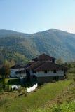 La casa en montañas Foto de archivo libre de regalías