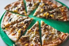 La casa ha fatto il concetto gastronomico di freddo e della pizza fotografia stock