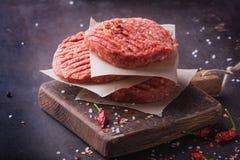 La casa ha fatto la cottura dell'hamburger Immagini Stock