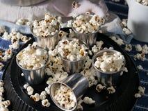La casa ha prodotto il popcorn in vetri di alluminium Fotografia Stock Libera da Diritti