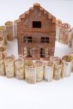 La casa ideal y la hipoteca - cuentas euro - financian concepto, copian s Foto de archivo libre de regalías